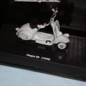 VESPA DIE-CAST SCALE MODELS - VESPA 98CC 1946 (24 PCS)